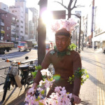Humour-hearted Japanese man couldn't wait to see sakura, liven up himself
